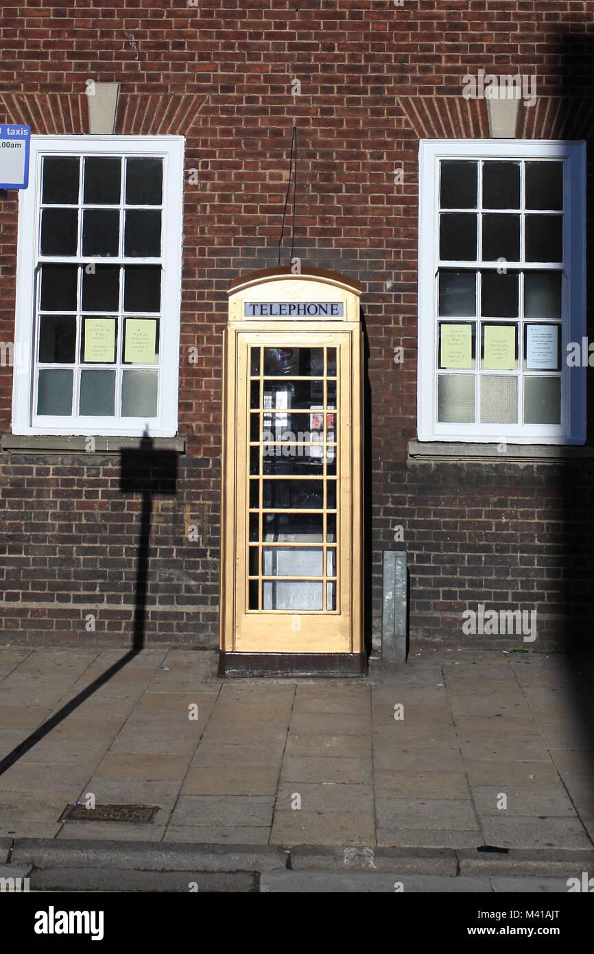 Gold telephone box, Market place, kingston upon hull - Stock Image