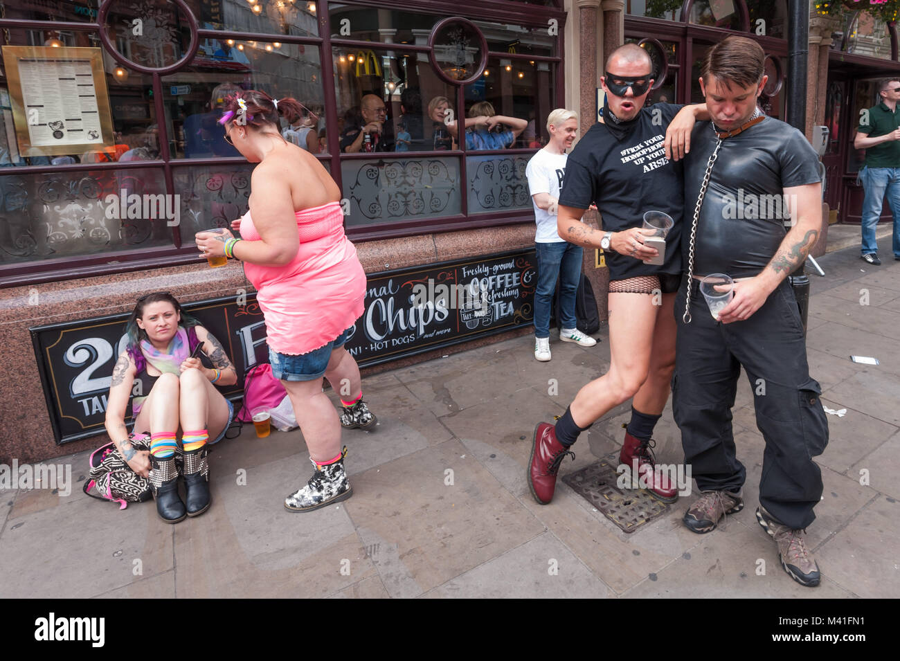Bars Near Piccadilly Circus >> Class War Met Up Outside A Pub Near Piccadilly Circus To