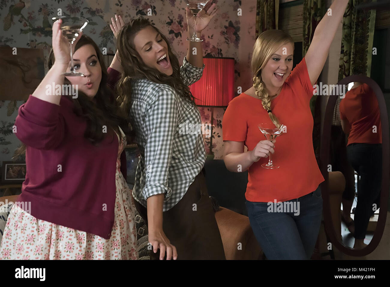 I FEEL PRETTY 2018 Voltage Pictures film with from left: Amy Schumer, Aidy Bryant, Busy Philipps - Stock Image