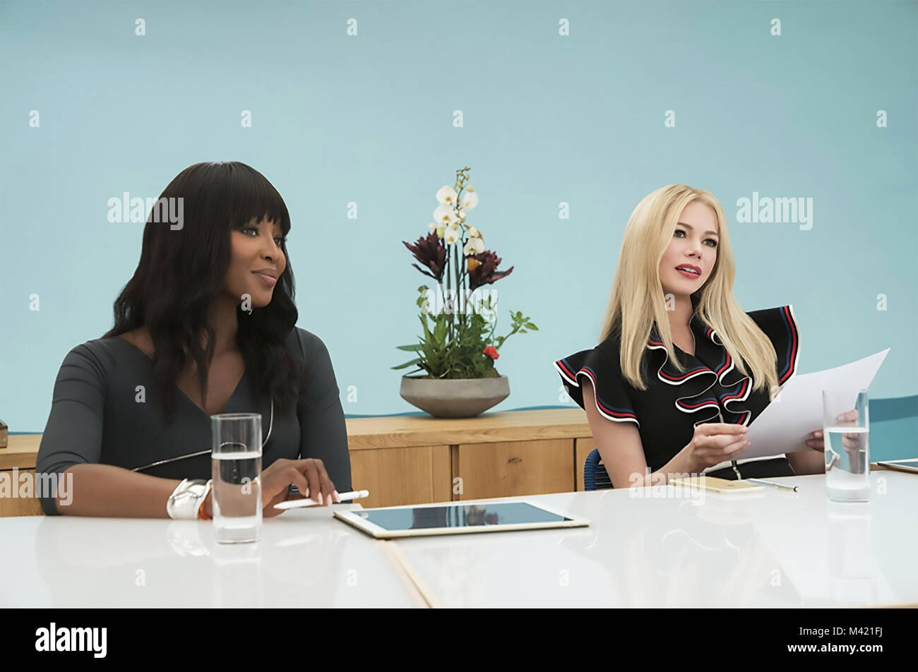 I FEEL PRETTY 2018 Voltage Pictures film with Naomi Campbell at left and Michelle Williams - Stock Image