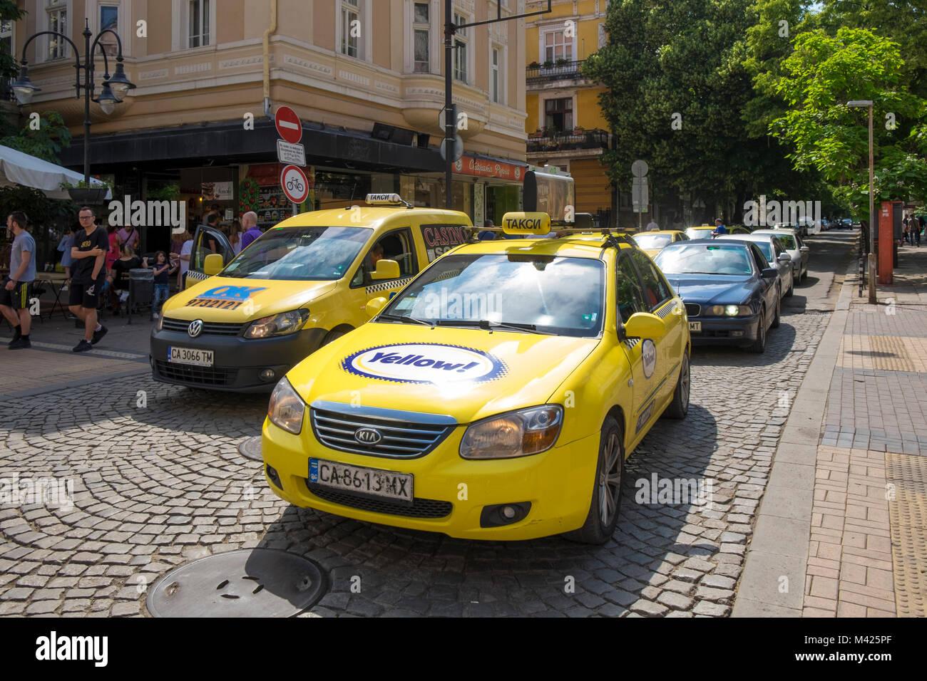 Taxis on Vitosha Boulevard, Sofia city centre, Bulgaria, Europe - Stock Image
