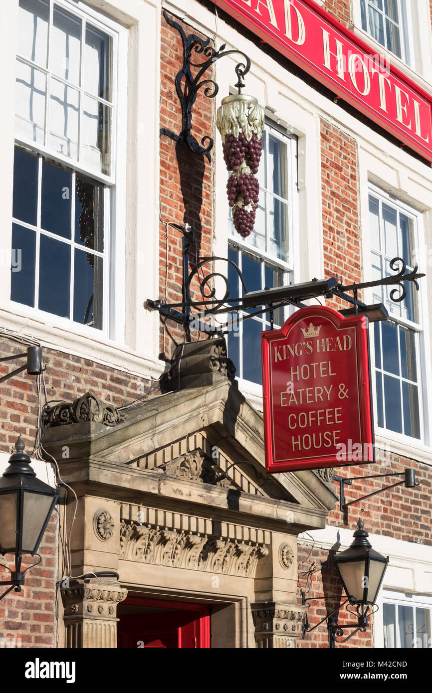 Kings Head Hotel sign, Richmond, North Yorkshire, England, UK - Stock Image