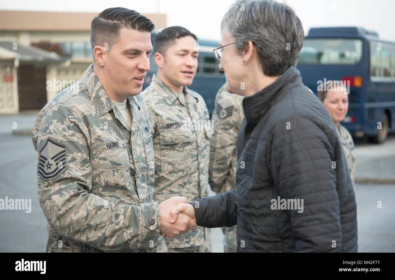 Secretary of the Air Force Heather Wilson coins U.S. Air Force Master Sgt. Brian Harris, 18th Wing protocol NCO - Stock Image