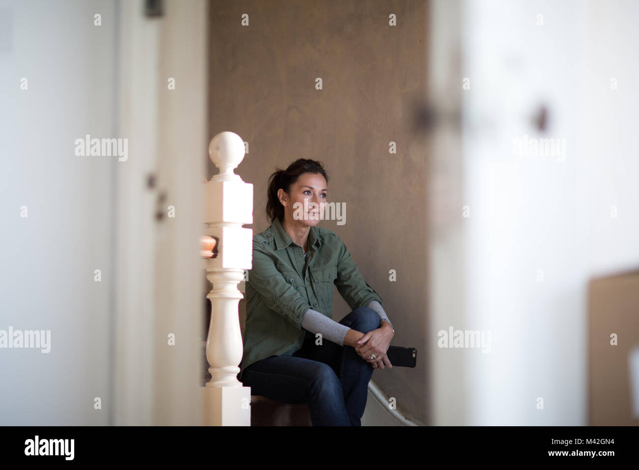 Mature female moving home - Stock Image