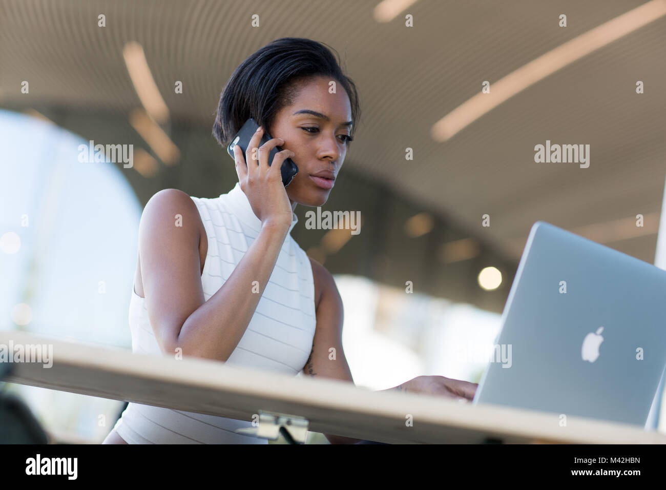 Businesswoman working in café - Stock Image