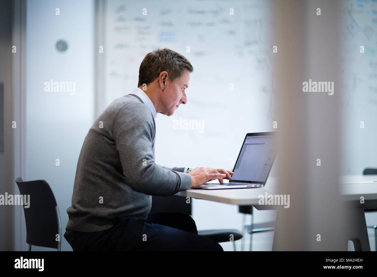 Businessman working on a presentation - Stock Image