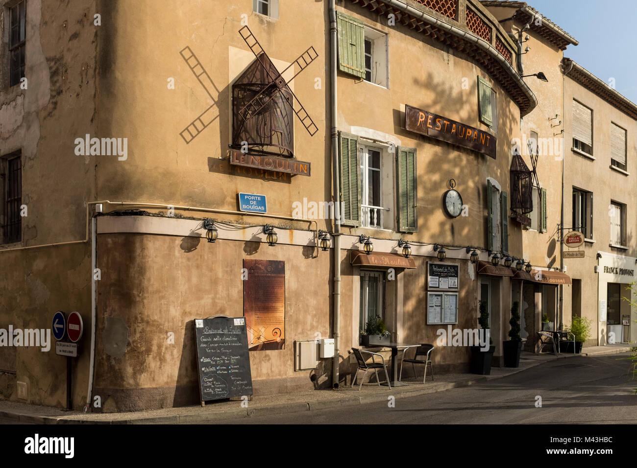 Restaurant Le Moulin, L'Isle sur la Sorgue, Vaucluse, PACA, France - Stock Image