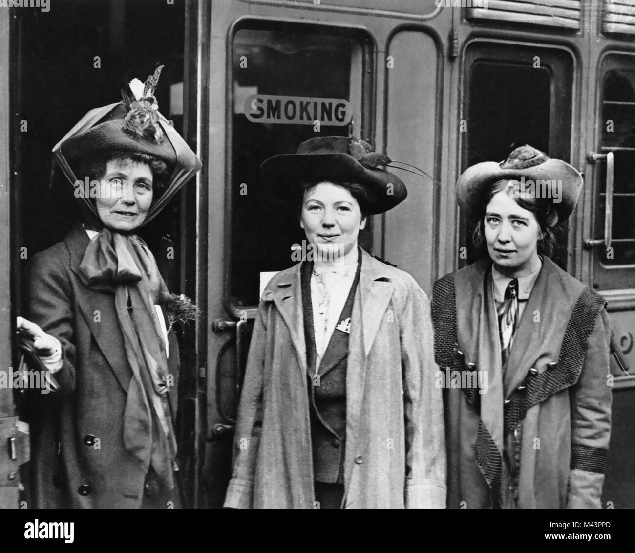 EMMELINE PANKHURST at left with her daughters Christabel centre and  Sylvia at Waterloo Station, London on 4 October - Stock Image