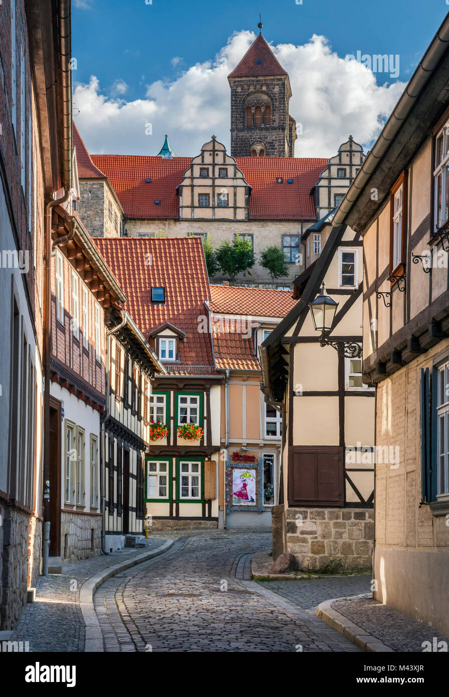 Half-timbered houses near Schlossberg (Castle Hill), tower of St Servatius Church (Stiftskirche) on top, in Quedlinburg, Stock Photo
