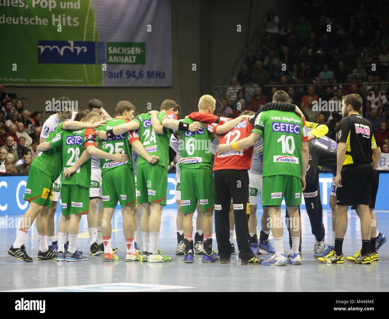 Begrüßung zum Spiel SC Magdeburg-HSV Handball 29.Spieltag Bundesliga Saison 2013/14 - Stock Image