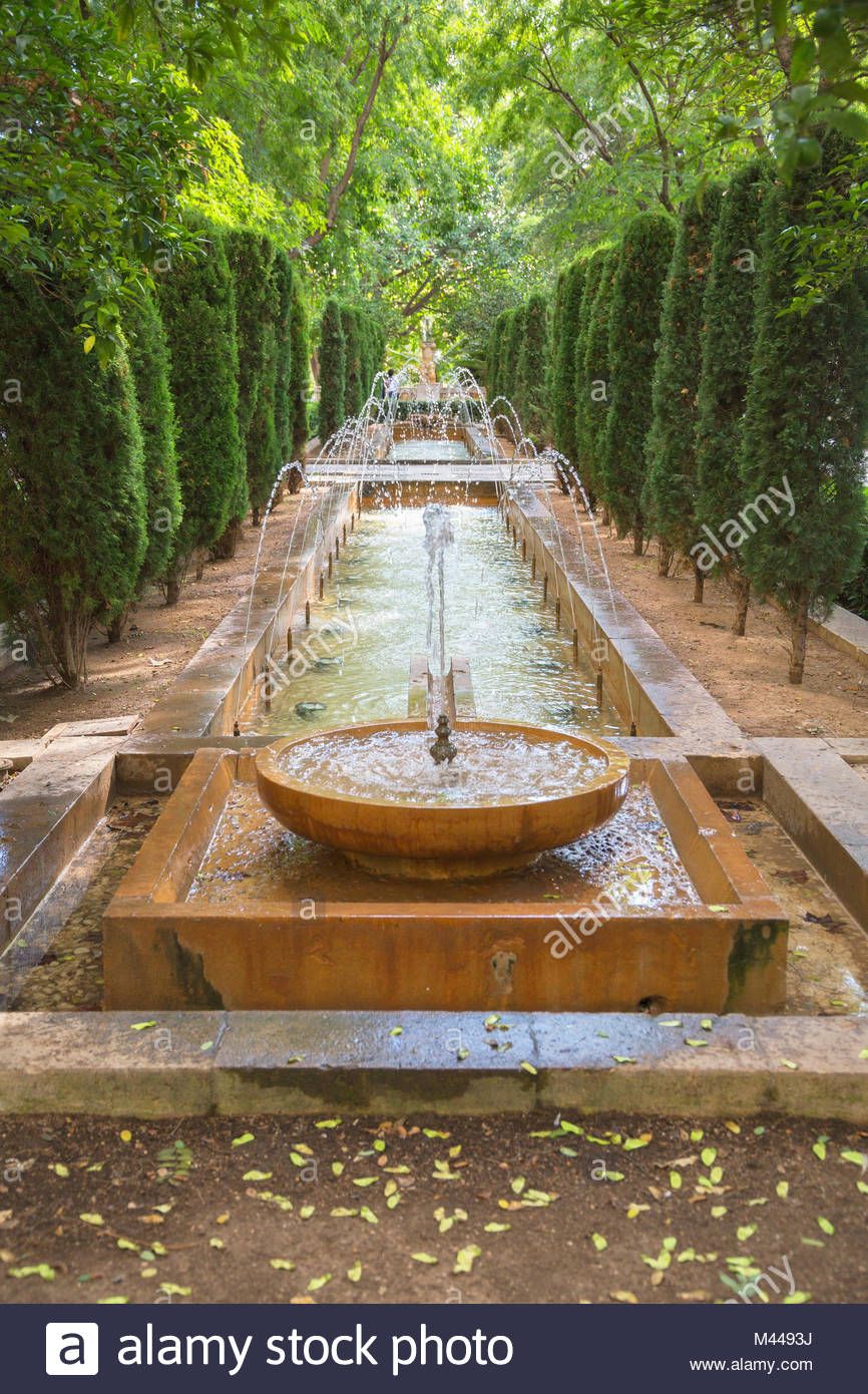 Diminishing perspective of fountain in garden, Palma de Mallorca, Majorca, Balearic Islands, Spain, Europe - Stock Image
