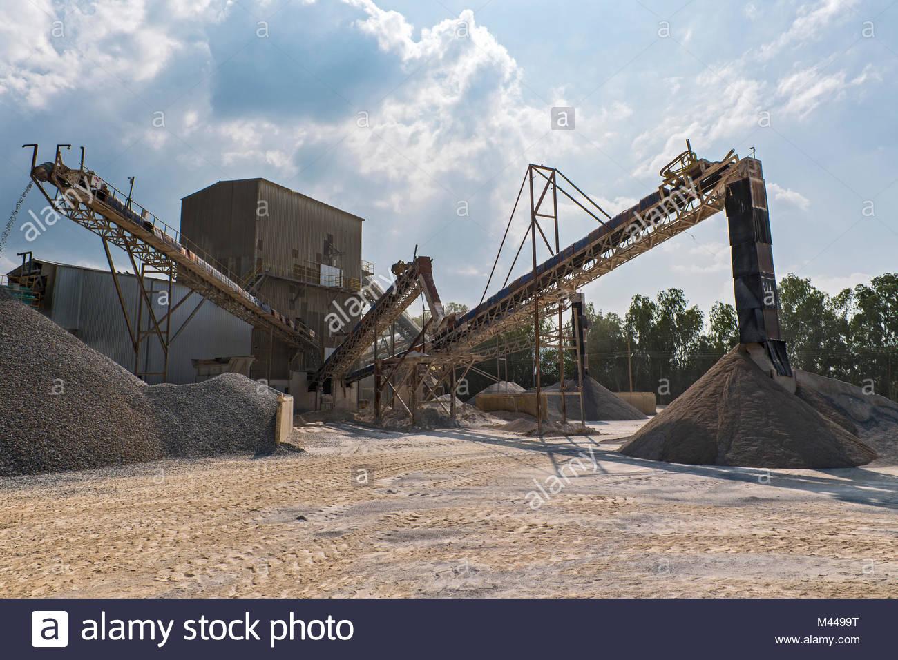 Crusher and conveyor belts at gravel mine, Pak Chong, Nakhon Ratchasima, Thailand, Asia - Stock Image