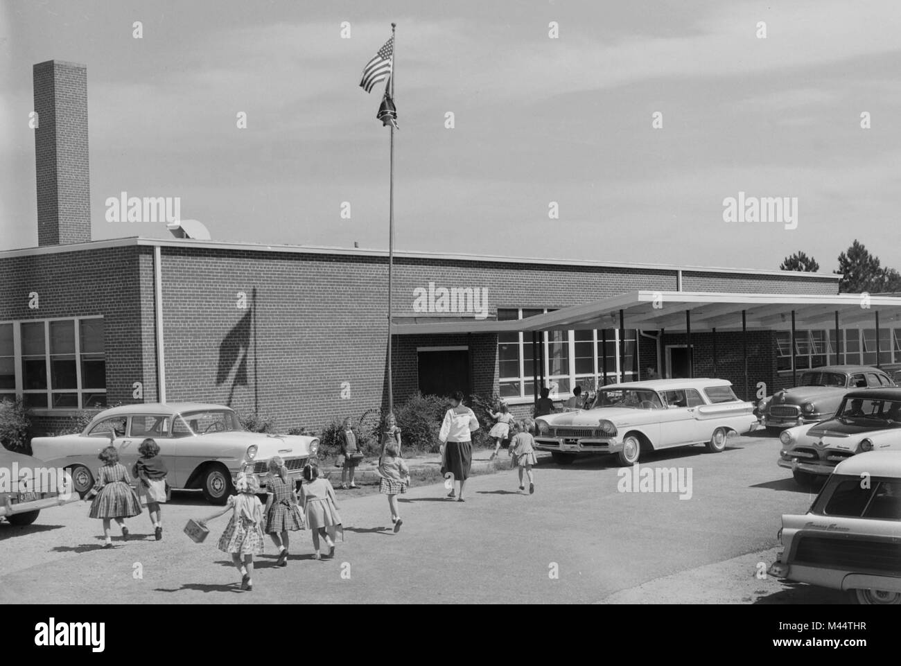 Elementary school in Georgia with US and Confederate flag flying, ca. 1959. File name: - Stock Image