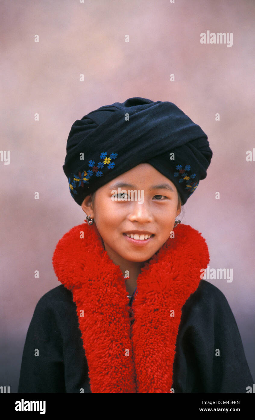 Mien Tribe High Resolution Stock Photography And Images Alamy