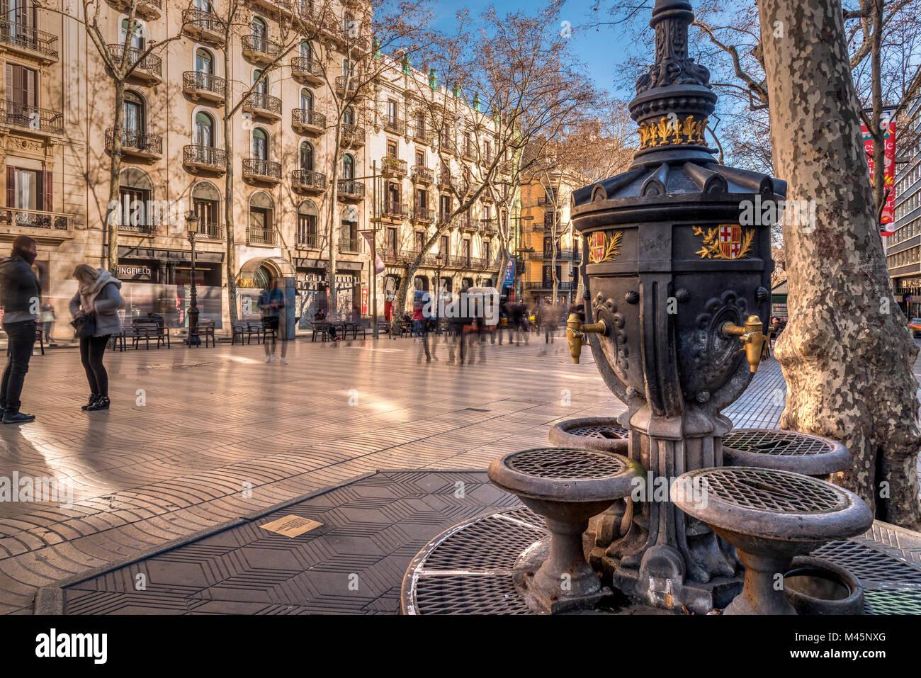 Vintage drinking fountain along Rambla pedestrian mall, Barcelona, Catalonia, Spain - Stock Image