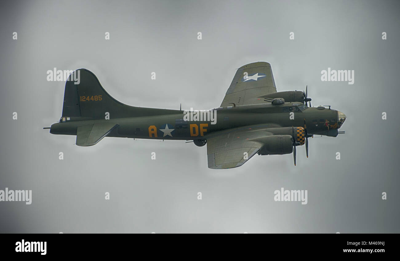 Boeing B17 Fortress bomber flying display at IWM Duxford, England, UK. Credit: Malcolm Park/Alamy. - Stock Image
