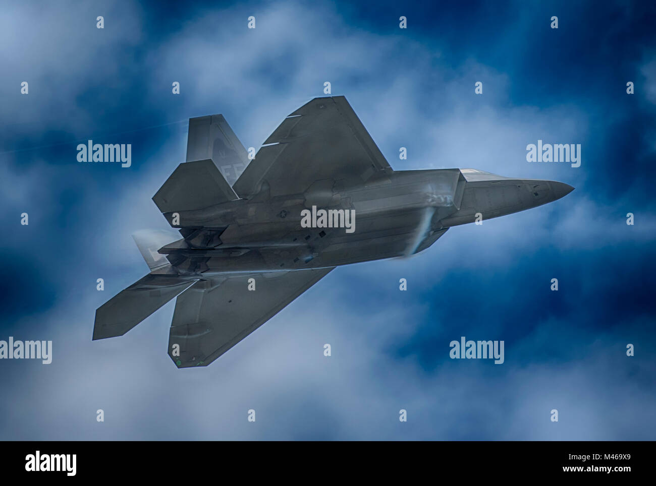 Lockheed Martin F22 Raptor flying display at RIAT, RAF Fairford, UK. Credit: Malcolm Park/Alamy - Stock Image