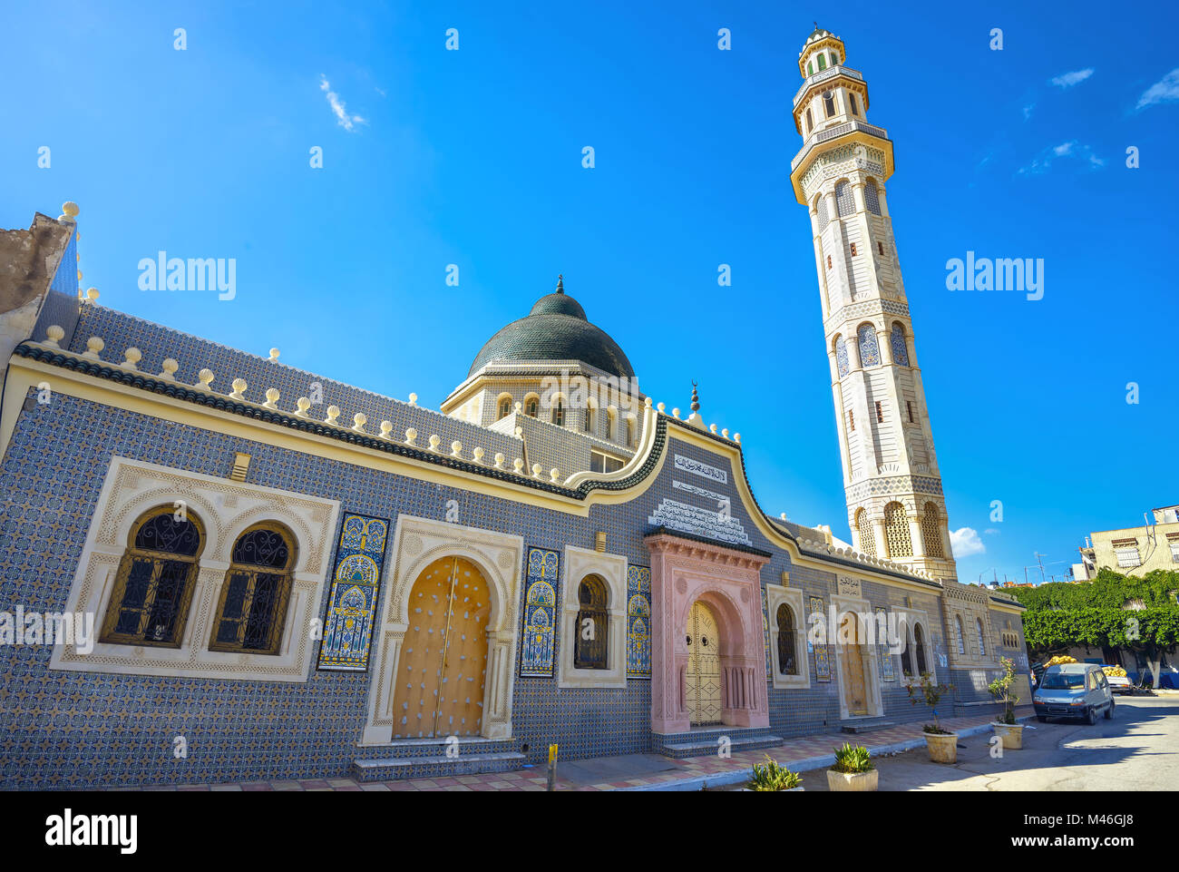 Facade and tall minaret tower of mosque in Nabeul. Tunisia, North Africa - Stock Image
