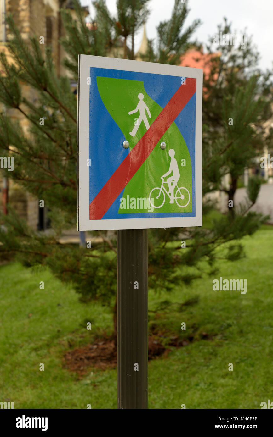 French Sign, No Walking or Cycling - Stock Image