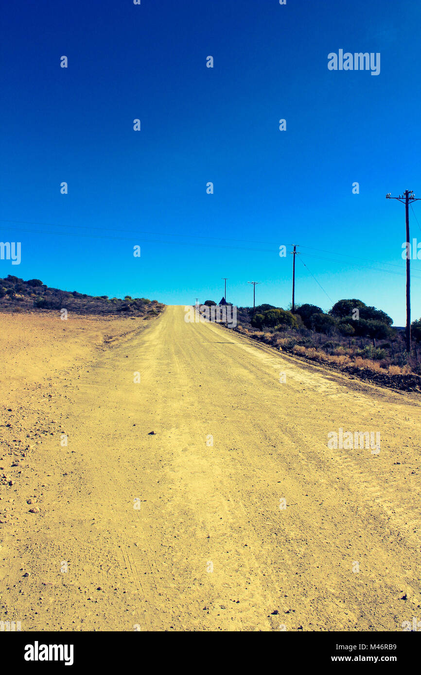 The dusty, old farm road leading through the Warmwaterbergspa campsite in the Klein Karoo, South Africa - Stock Image