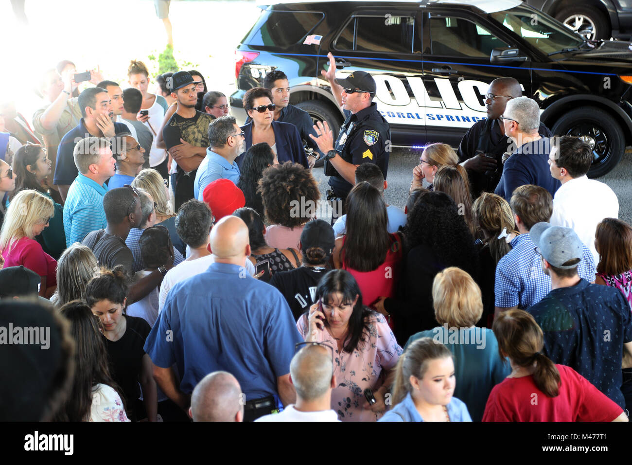 Coral Springs, FL, USA. 14th Feb, 2018. An officer tells parents waiting at Coral Springs Drive and the Sawgrass - Stock Image