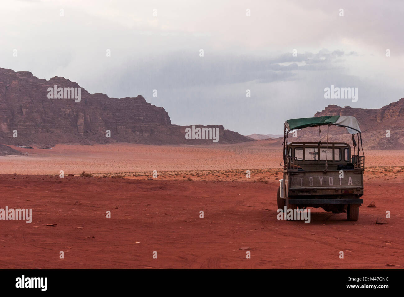 Wadi Rum desert, a valley cut into the sandstone and granite rock - Stock Image