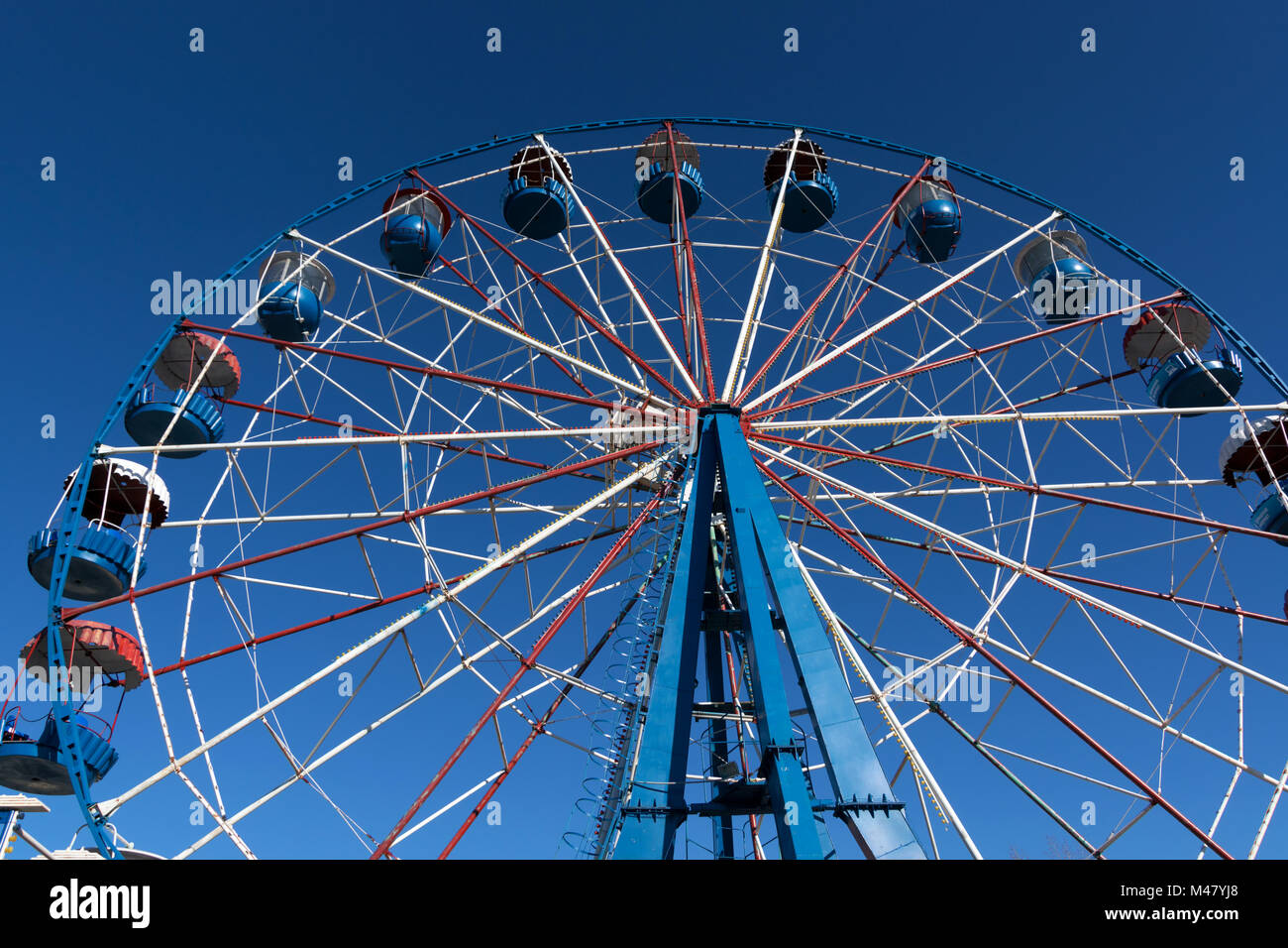Ferris wheel waiting to entertain guests of the park - Stock Image