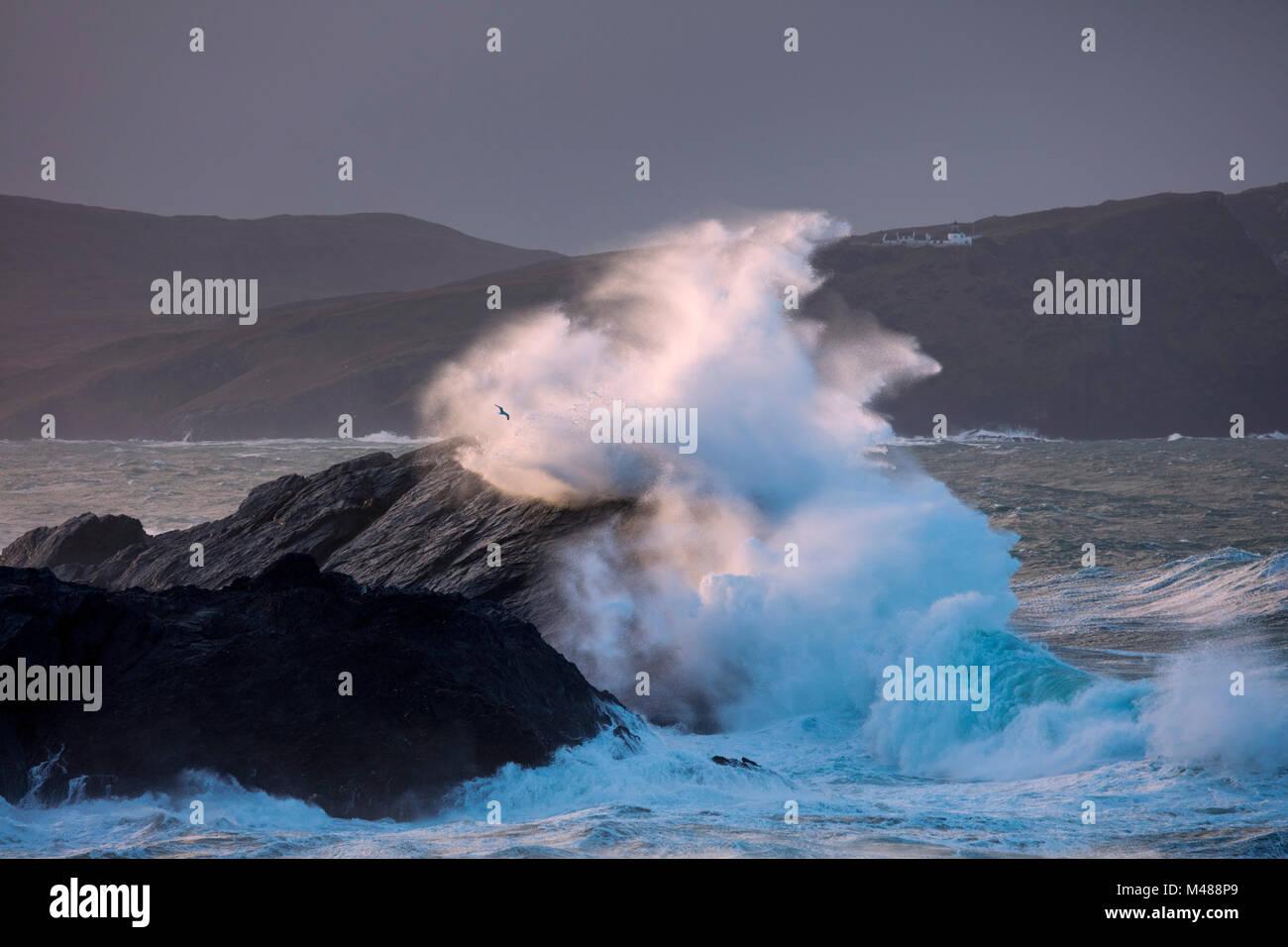 Storm waves beneath Clare Island lighthouse, Achill Island, County Mayo, Ireland. - Stock Image