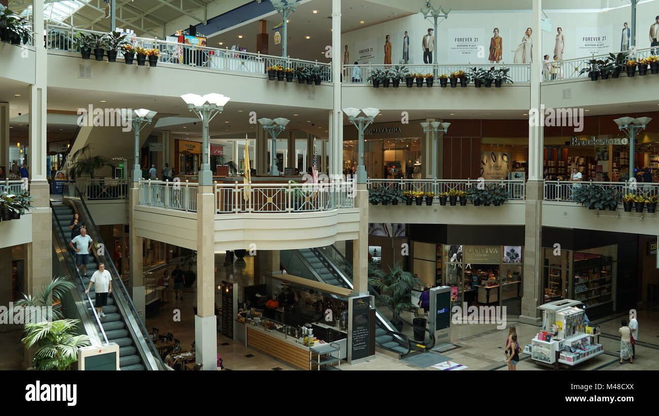 Shopping Mall Retail Atrium Stock Photos & Shopping Mall Retail Atrium Stock Images - Alamy