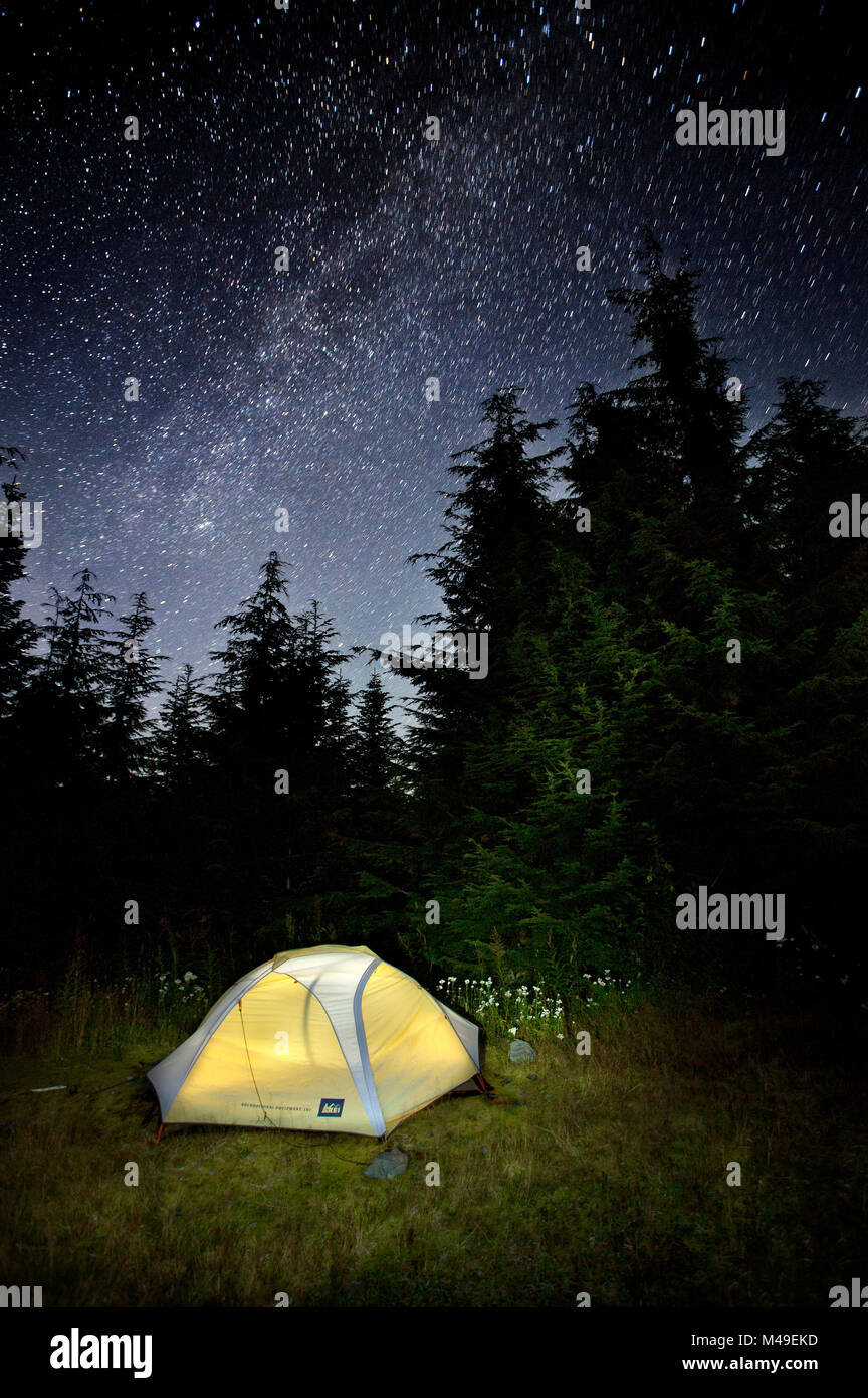 Campsite with starry sky, Three Fingers Trail Head, Mount Baker-Snoqualmie National Forest, Washington, USA, August - Stock Image
