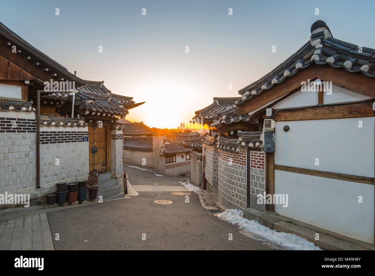 Sunrise in the morning with view of Bukchon Hanok Village in Seoul, Korea. Stock Photo