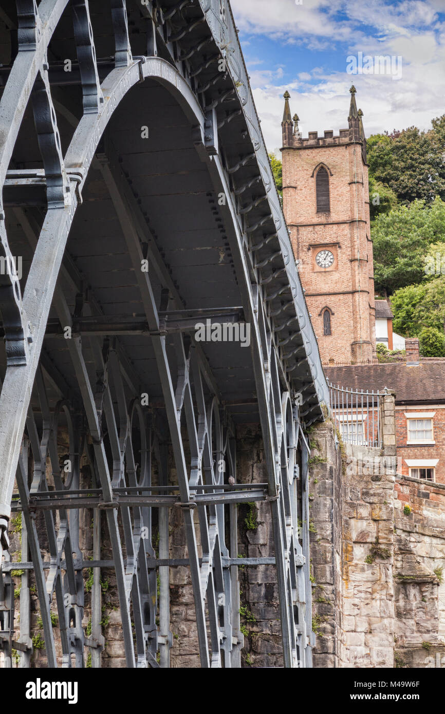 Abraham Darby's Iron Bridge, the first cast iron bridge, at Ironbridge, Shropshire, England - Stock Image