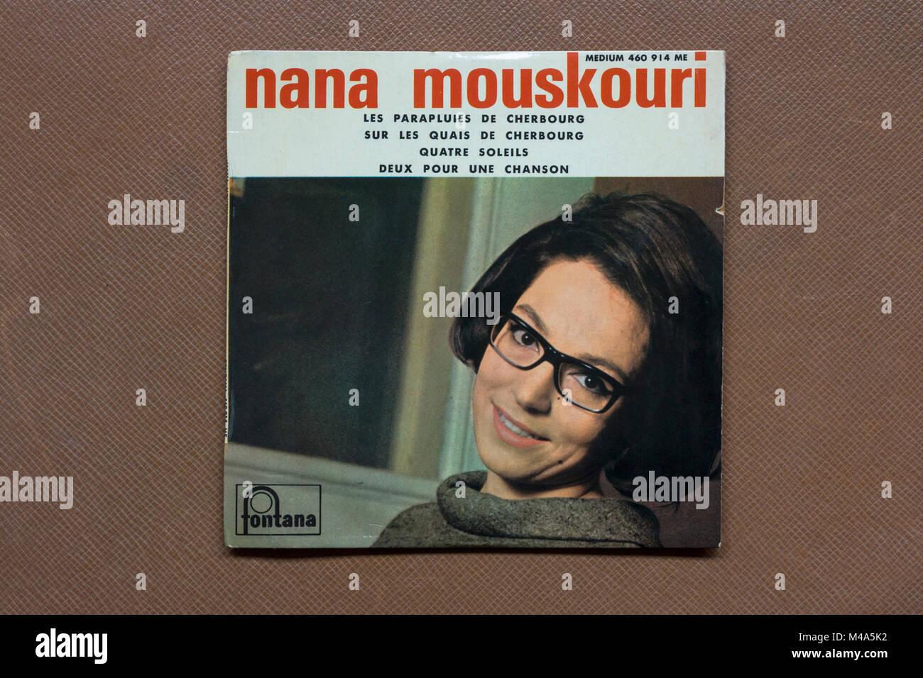 """""""Les Parapluies De Cherbourg """" 45rpm single record (1964) by Nana Mouskouri Stock Photo"""
