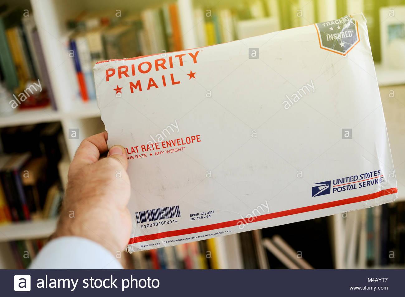 USPS United States Postal Service Parcel envelope in man's hands - Stock Image