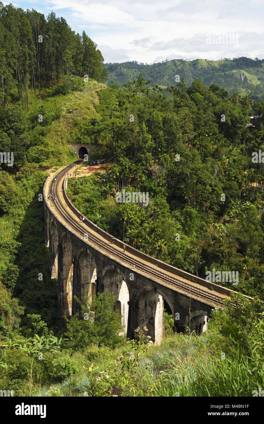 Nine Arches Bridge in the highlands near Ella,Sri Lanka - Stock Image