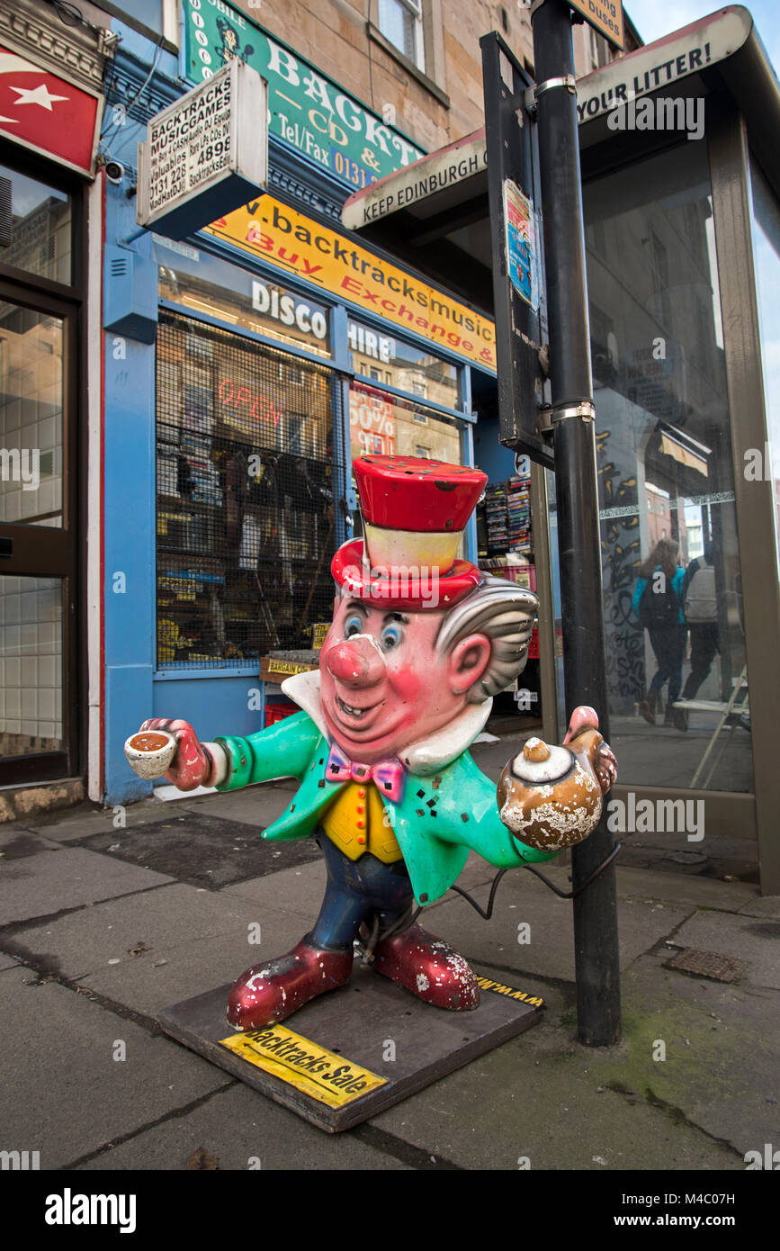 The Mad Hatter outside Backtracks secondhand store on Brougham Street in Edinburgh, Scotland, UK. - Stock Image