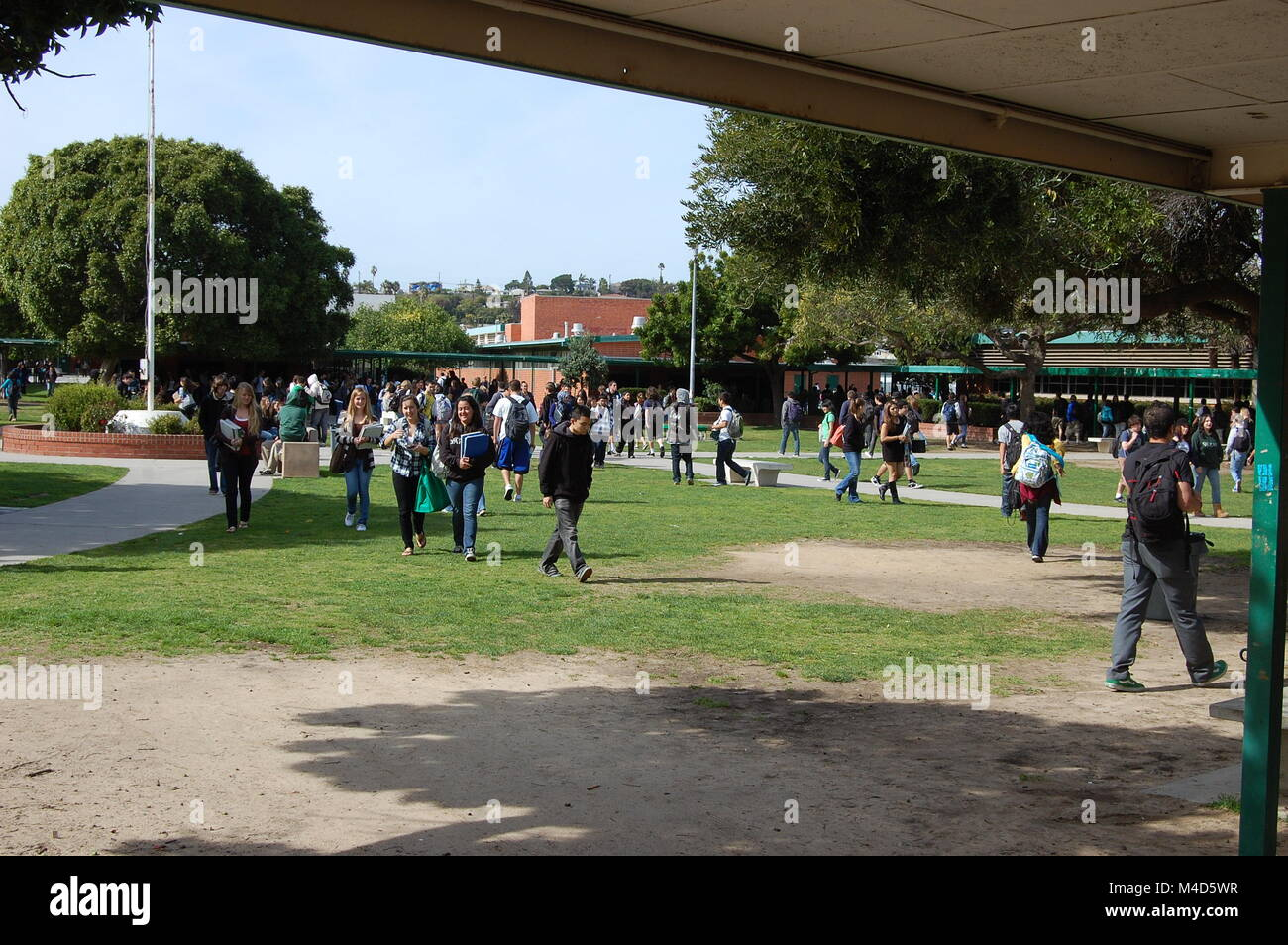Teenagers at a Southern California High School walk to their classrooms - Stock Image