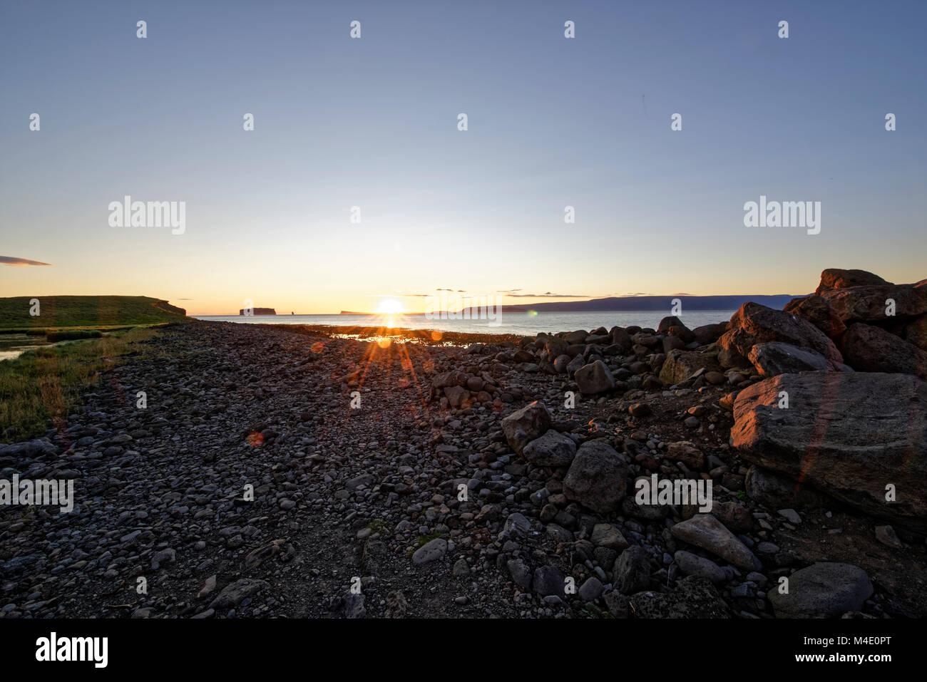 Drangey ist eine unbewohnte isländische Insel, die in der Mitte des Fjordes Skagafjörður gelegen ist. Stock Photo