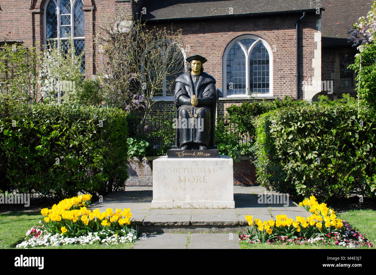 Statue of Sir Thomas Moore outside Chelsea Old church - Stock Image