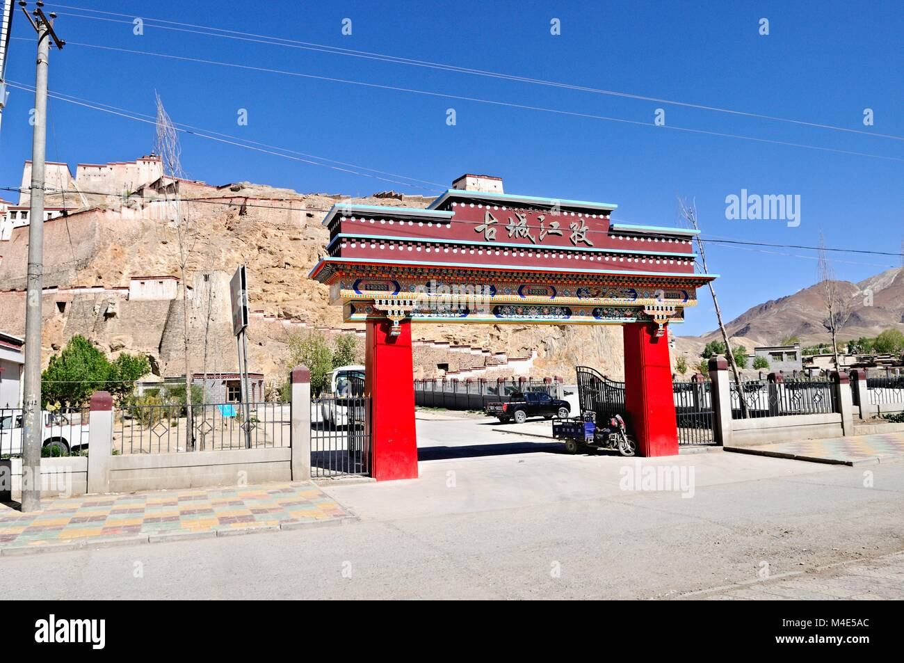 Entrance to the fortress Gyangze Dzong in Tibet China - Stock Image
