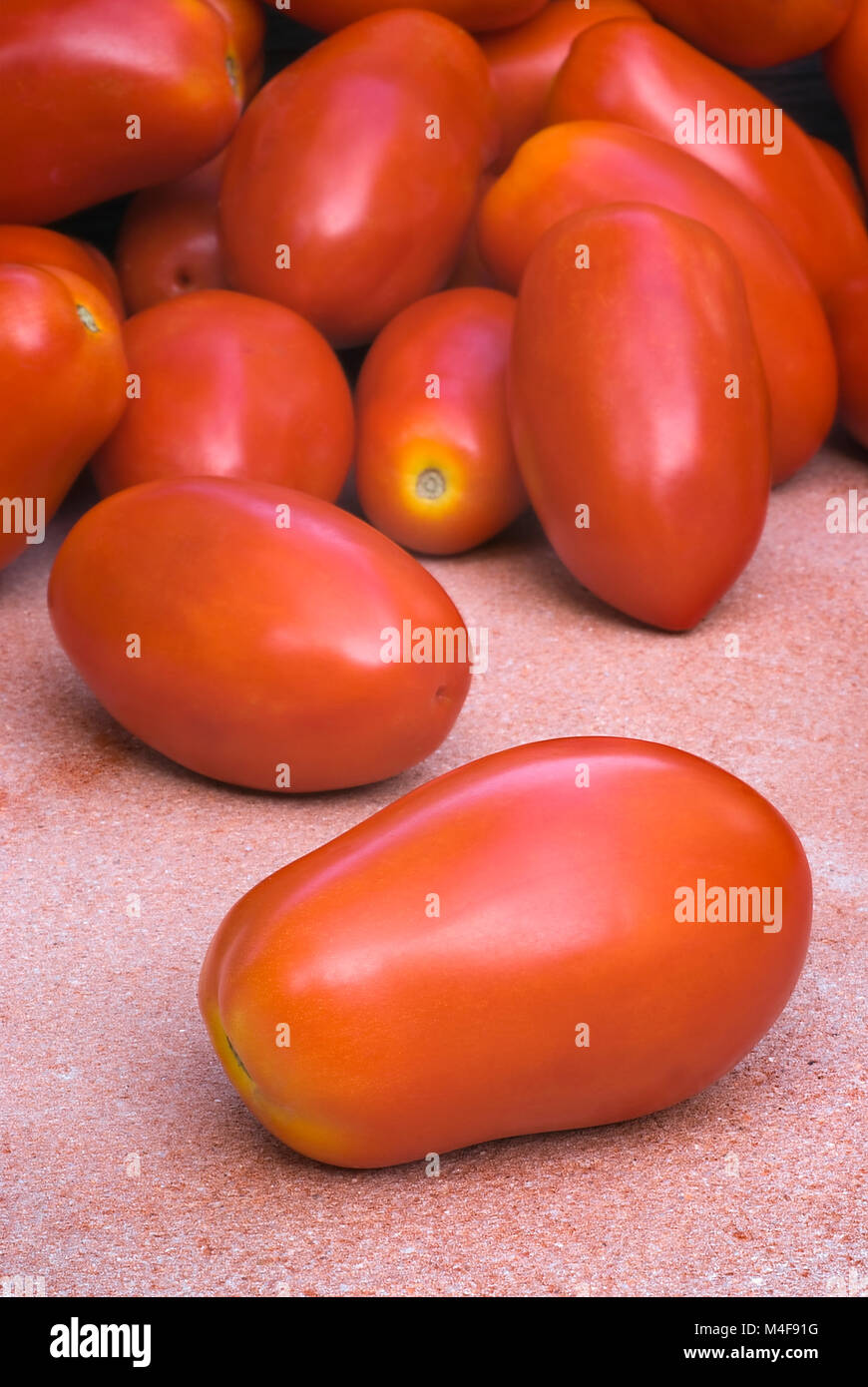 The best varieties of tomatoes. Tomato de baro red