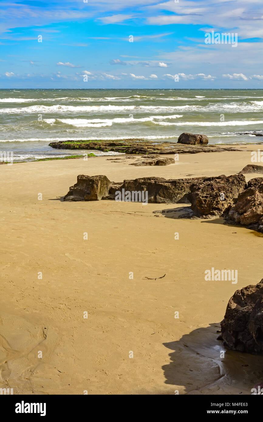 Cal beach sea, sand and stones - Stock Image