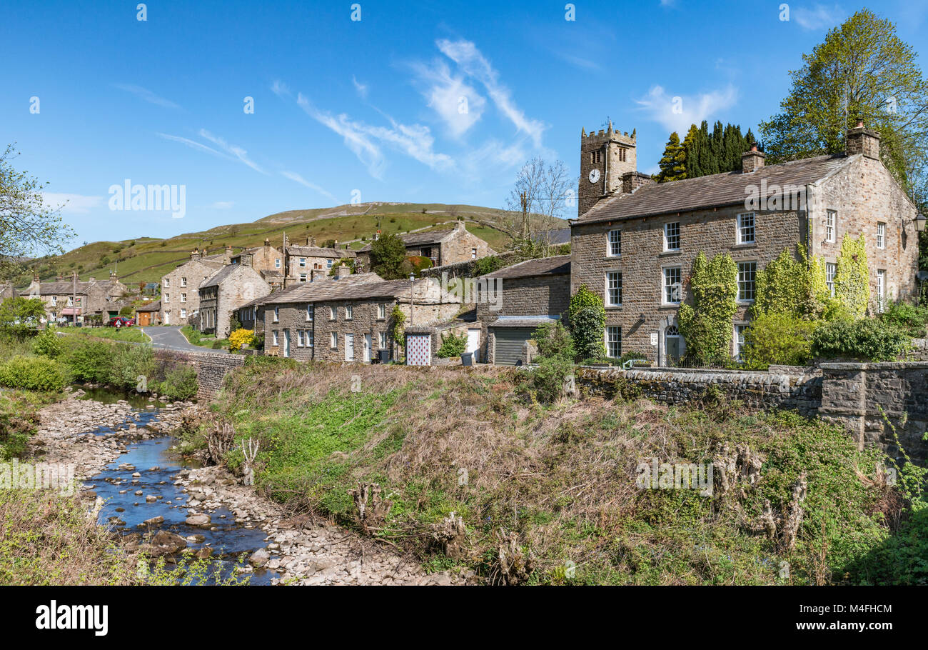 Straw Beck running through the Dales village of Muker - Stock Image