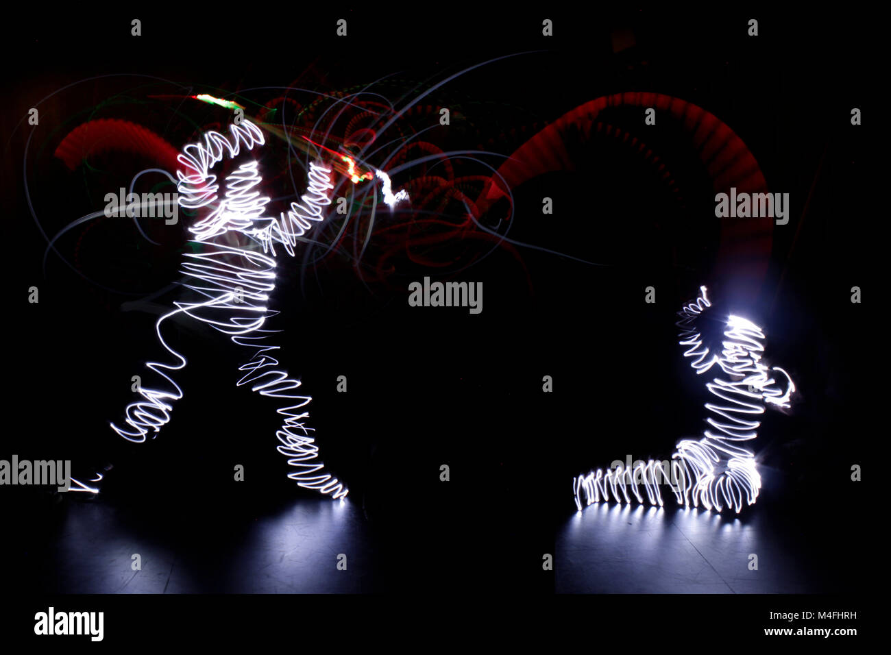 Two silouettes done in lightpainting - Stock Image