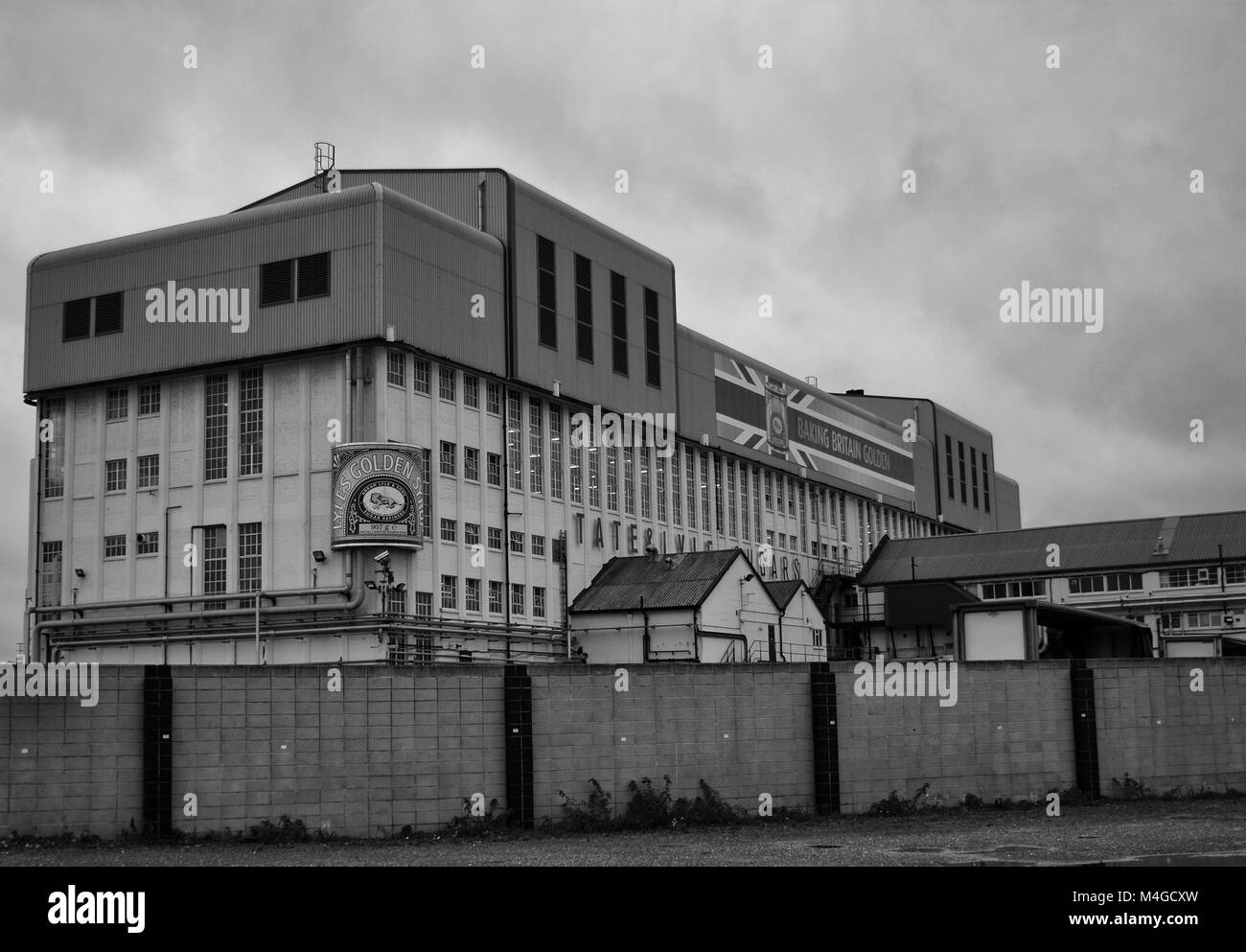 Black & White Photograph of the Tate & Lyle factory in Silvertown, London, England, UK. Credit: London Snapper - Stock Image