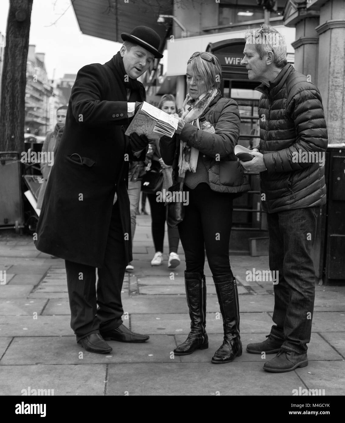 Black & White Photograph of a man giving directions, London, England, UK. Credit: London Snapper - Stock Image