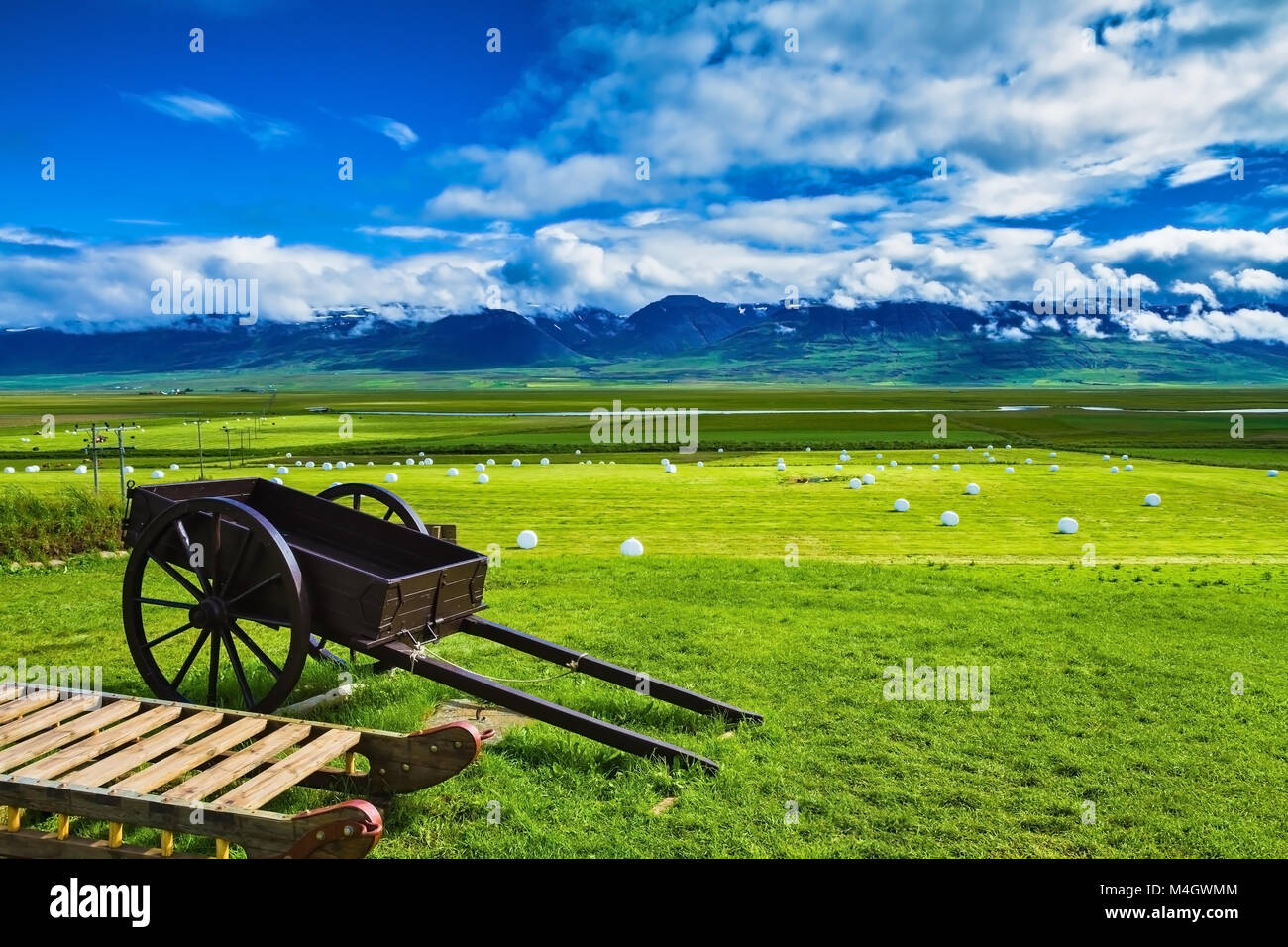 Old two-wheeled cart - Stock Image