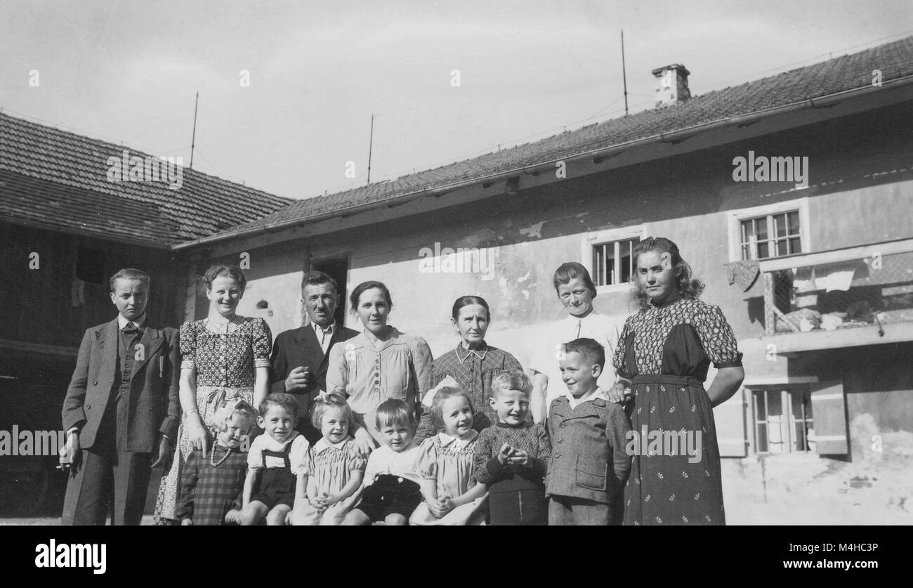 Evacuated with a peasant family on a farm in Resenoed / Gerzen in the Landshut district of Lower Bavaria. - Stock Image