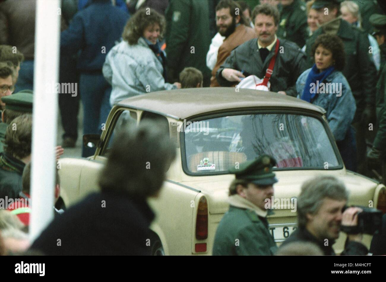 People waiting to cross the border at Potsdamer Platz after it was opened to traffic on 12 November 1989. Stock Photo