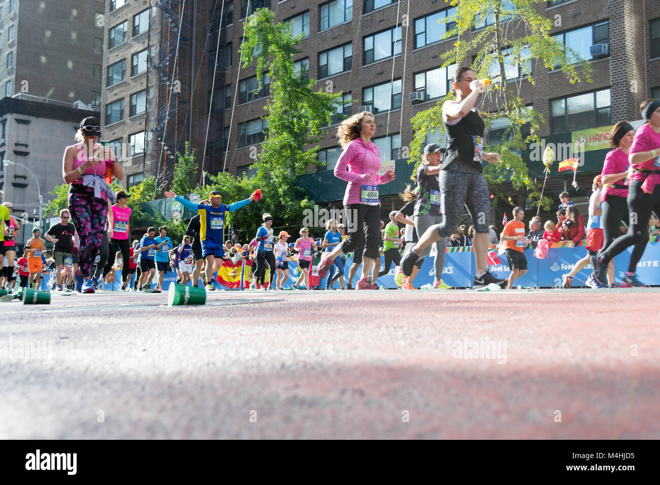 Marathon runners along first avenue in the NYC marathon 2016 - Stock Image